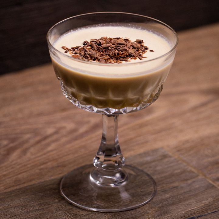 Mudslide cocktail with chocolate shavings on top