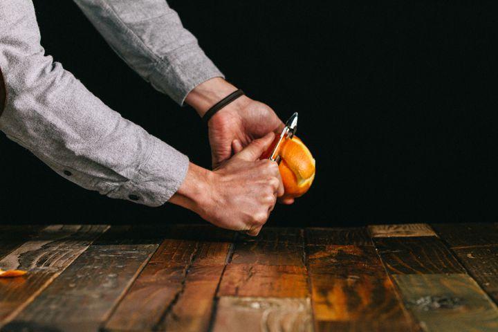 Peeling citrus