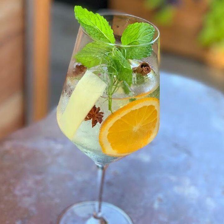 Rum & Tonic cocktail