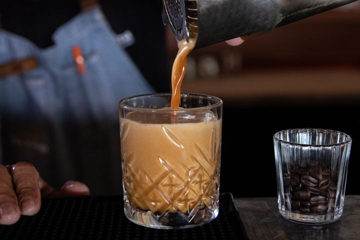 Fomay brown cocktail being poured at La Zebra