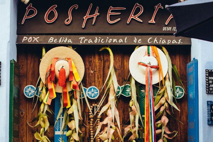 Decorations at Poshería