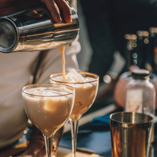 bartender-pouring-irish-cream