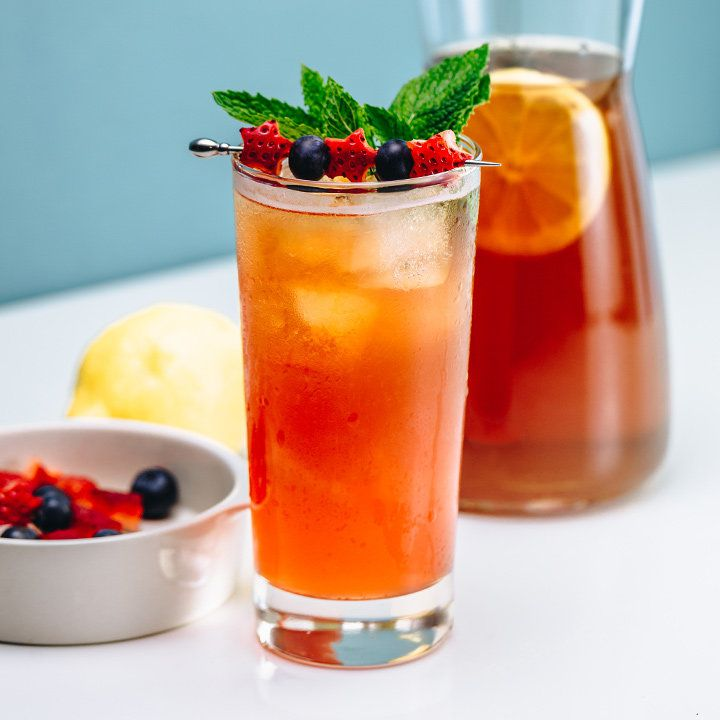 bourbon strawberry iced tea cocktail