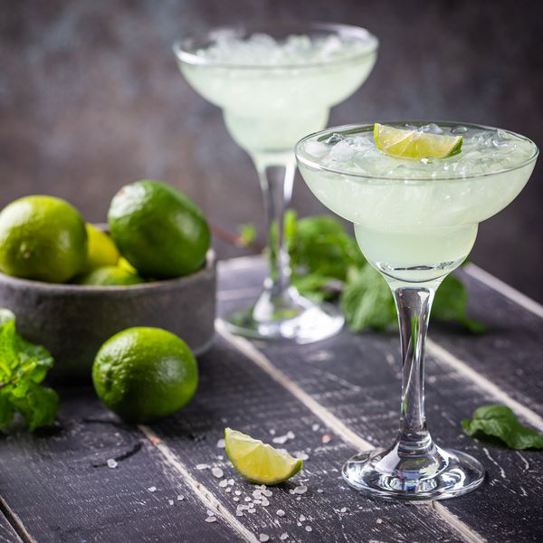 margarita cocktails with lime